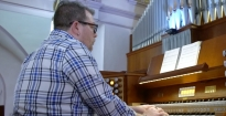 Hybrid Organ Video: Gregory M. Lesko plays: 'God of Day and God of Darkness' (Marty Haugen).